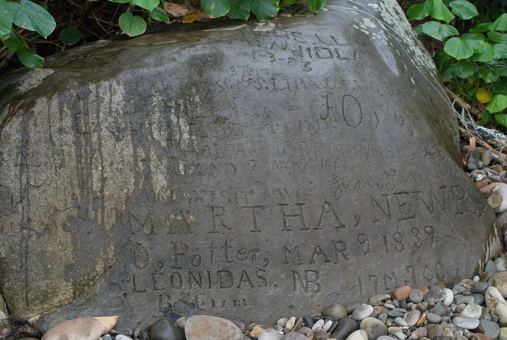 Los que visitaban Costa Rica, dejaban grabados sus nombres, desde piratas, hasta Jacques Cousteau