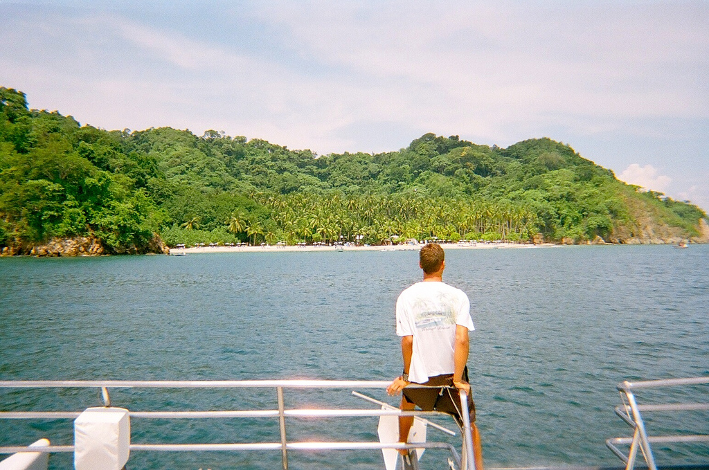 Paseo en barco en las aguas de Isla Tortuga