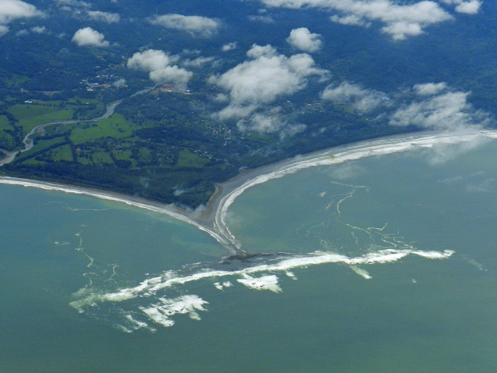 Playa Uvita, con forma de cola de ballena