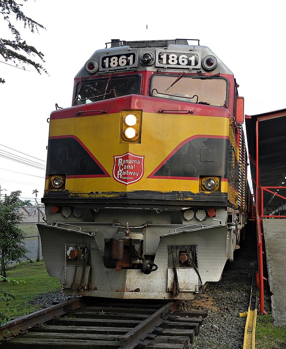 train-862740_1280