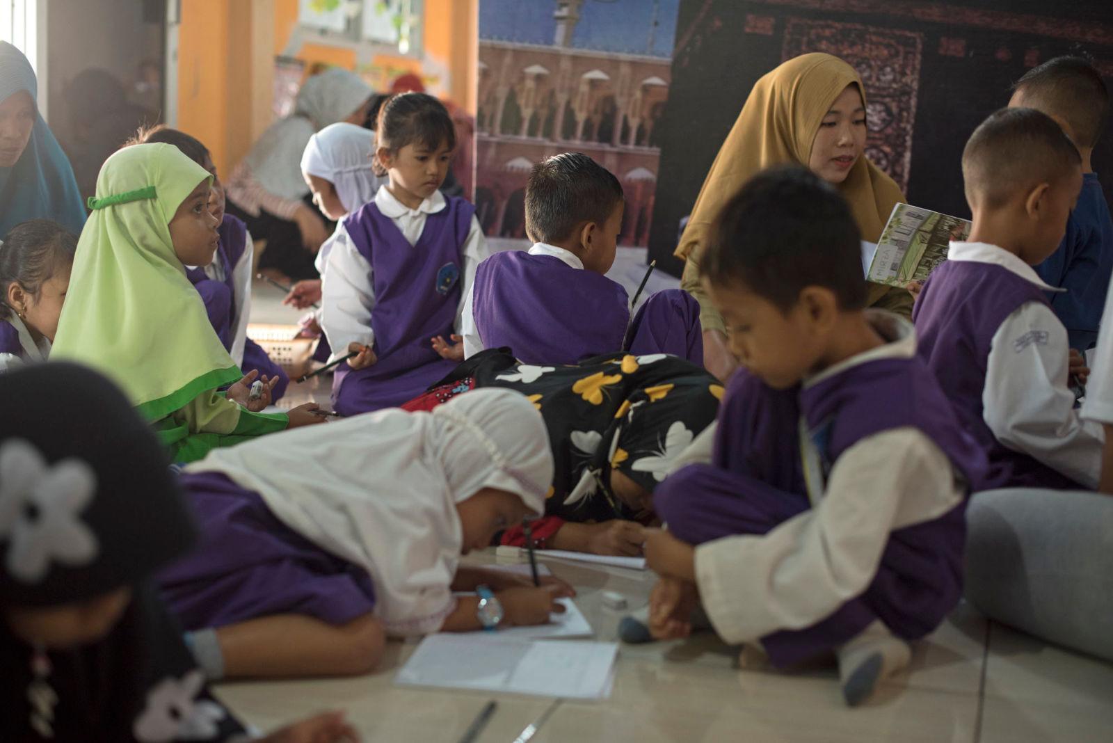 niños en clase Tailandia